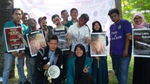 Antusiasme Warga Kota Banda Aceh dalam menandatangani petisi Anti Rokok di Lapangan Aceh Thanks to The World, Blang Padang Banda Aceh, 31 Mei 2015